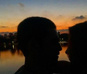 Após foto romântica do filho com dançarina do Faustão, mãe de Nicolas Prattes confirma namoro do ator com Mayara Araújo