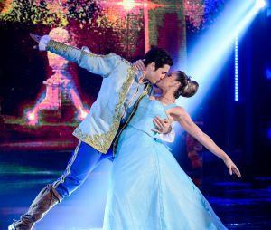 """Nicolas Prattes e Mayara Araújo já haviam levantado suspeita de romance quando se beijaram na """"Dança dos Famosos"""", do """"Domingão do Faustão"""""""