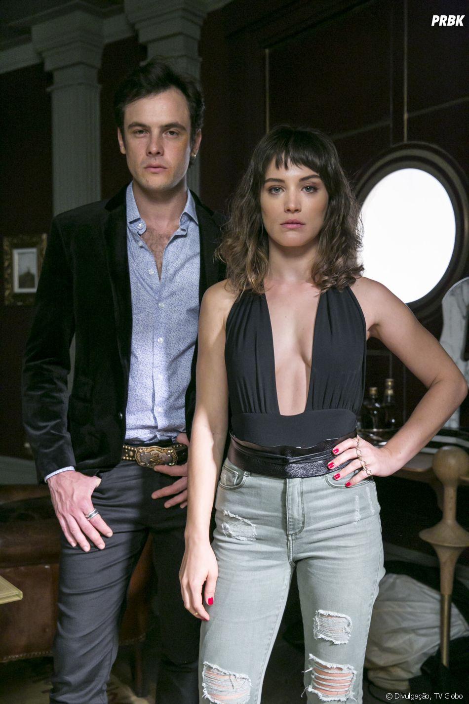 """Em """"O Outro Lado do Paraíso"""", Clara (Bianca Bin) começa a namorar Gael (Sergio Guizé) de mentira, mas Patrick (Thiago Fragoso) desconfia da farsa"""