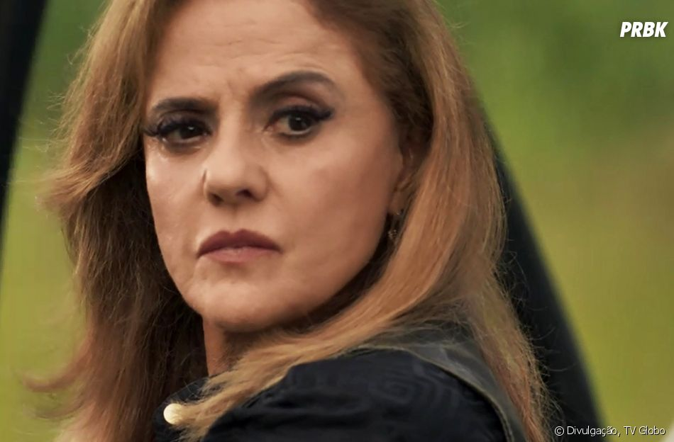 "Em ""O Outro Lado do Paraíso"": Sophia (Marieta Severo) contou com a ajuda de Zé Victor (Rafael Losso) para enterrar o corpo de Mariano (Juliano Cazarré)"