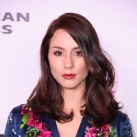 "Troian Bellisario, ex-""Pretty Little Liars"", irá dirigir episódio de ""Famous in Love"""