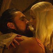 "Emilia Clarke e Jason Momoa, de ""Game of Thrones"", se reencontram e animam fãs!"