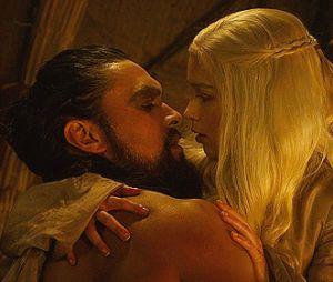 """Emilia Clarke e Jason Momoa, de """"Game of Thrones"""", se reencontram e trocam declarações"""
