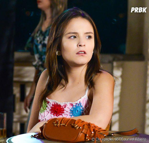 """Em """"As Aventuras de Poliana"""", Mirela (Larissa Manoela) faz Guilherme (Lawrran Couto) pensar que Raquel (Isabella Moreira) está com Vini(Vincenzo Richy)"""