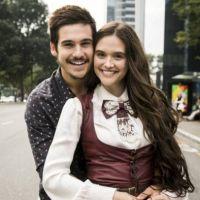 """Juliana Paiva e Nicolas Prattes, casal em """"O Tempo Não Para"""", estão namorando, afirma jornal"""