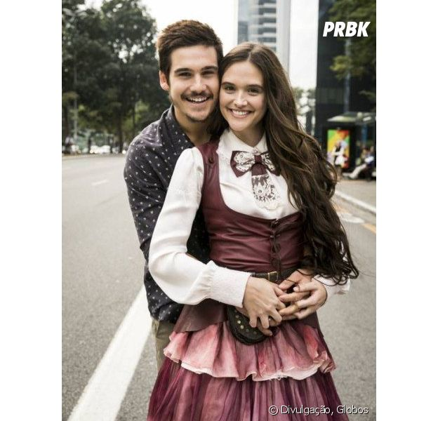Juliana Paiva e Nicolas Prattes levaram o romance da novela para a vida real