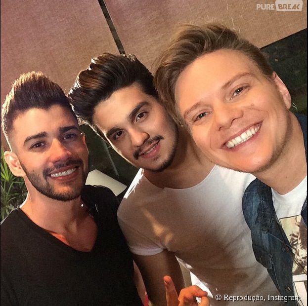 """Michel Teló, Luan Santana e Gusttavo Lima fazem selfie nos bastidores do """"Fantástico"""""""