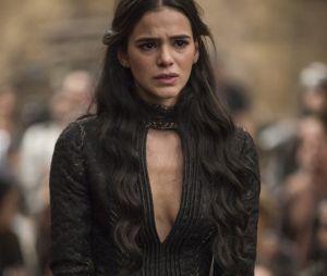 """Catarina (Bruna Marquezine) é enforcada no último capítulo de """"Deus Salve o Rei"""""""