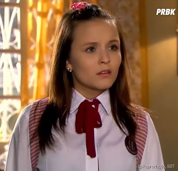 "Em ""As Aventuras de Poliana"", Mirela (Larissa Manoela) se desespera e chora após Dona Branca (Lílian Blanc) expulsá-la de casa"