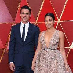 """Gina Rodriguez, de """"Jane The Virgin"""", mostra de perto sua aliança de noivado!"""