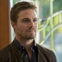 """De """"Arrow"""", Stephen Amell dá dicas sobre novo herói da série: """"Uniforme pela primeira vez"""""""