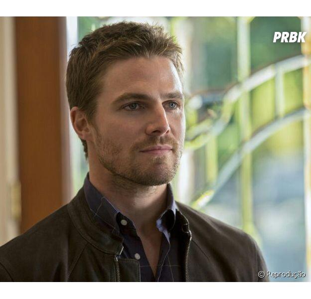"""Em """"Arrow"""", Stephen Amell anuncia chegada de possível novo herói"""