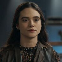 """Novela """"O Tempo Não Para"""": Marocas (Juliana Paiva) salva irmãs de sequestro!"""