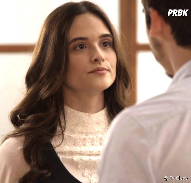"""Em """"O Tempo Não Para"""": Marocas (Juliana Paiva) descobre que Samuca (Nicolas Prattes) escondia segredo e se sente traída"""