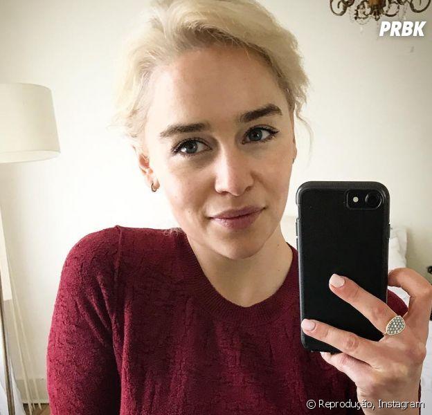 """De """"Game of Thrones"""", Emilia Clarke faz tatuagem em homenagem a série!"""