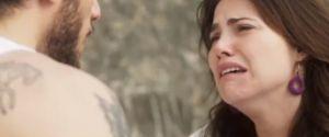 """Ícaro descobre que Rosa é vigarista e parte para violência em """"Segundo Sol"""""""