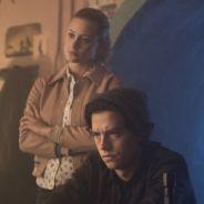 """Betty e Jughead estão investigando tudo e todos nas novas fotos de """"Riverdale"""""""