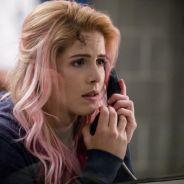 """Felicity está sendo ameaçada por inimigos de Oliver em nova cena de """"Arrow"""""""