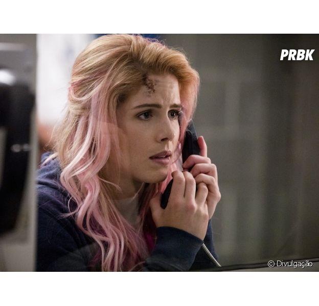 """Em """"Arrow"""", Felicity (Emily Bett Rickards) é ameaçada por inimigos de Oliver (Stephen Amell) na cadeia"""