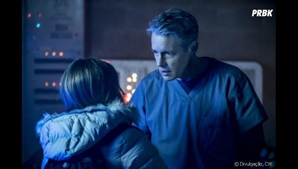 """As primeiras imagens do pai de Caitlin ( Danielle Panabaker) de """"The Flash"""" são divulgadas"""