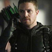 """Stephen Amell posta foto com ator de série clássica e fãs já estão sonhando com crossover em """"Arrow"""""""