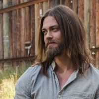 """Tom Payne ficou um pouco frustrado com a história de Jesus em """"The Walking Dead"""""""