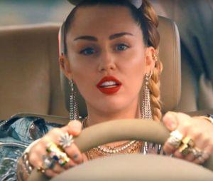 Após perder casa em incêndio, Miley Cyrus tem depósito na Califórnia invadido e instrumentos valiosos roubados