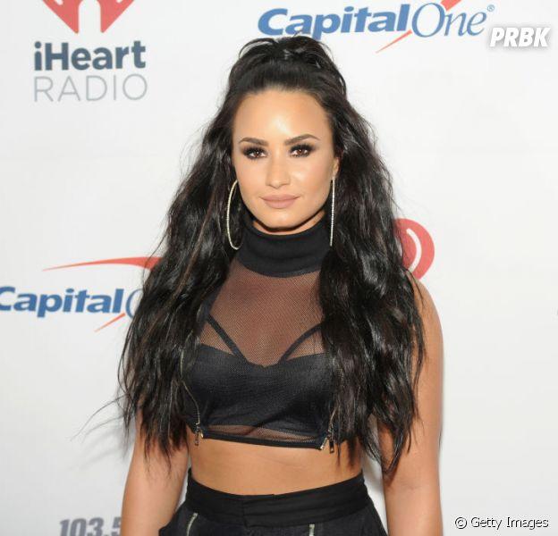 Demi Lovato é flagrada saudável e aos beijos com o estilista Henry Levy