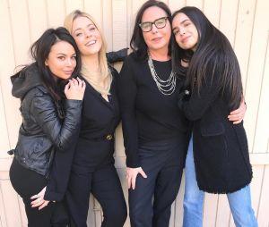 """Pretty Little Liars: The Perfectionists"": Twitter da série original divulga primeira imagem de Mona Vanderwaal (Janel Parrish)"