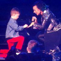 Garoto de 5 anos pede Demi Lovato em casamento no palco e dá show de fofura!