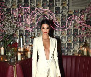 Kendall Jenner fala sobre os cuidados com a pele e como lida com os comentários ofensivos