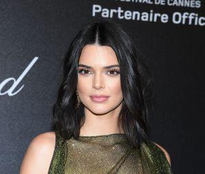 Kendall Jenner admite que chorou por dias por conta dos comentários maldosos sobre suas espinhas após oGlobo de Ouro 2018
