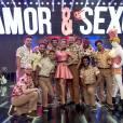 """Fernanda Lima posa com Rodrigo Hilbert e os dançarinos do """"Amor & Sexo"""""""