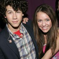 O Nick Jonas respondeu um Stories da Miley Cyrus e ela simplesmente compartilhou com todo mundo
