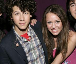 Parece que Miley Cyrus e Nick Jonas são amigos agora e cantora até compartilhou print de conversa