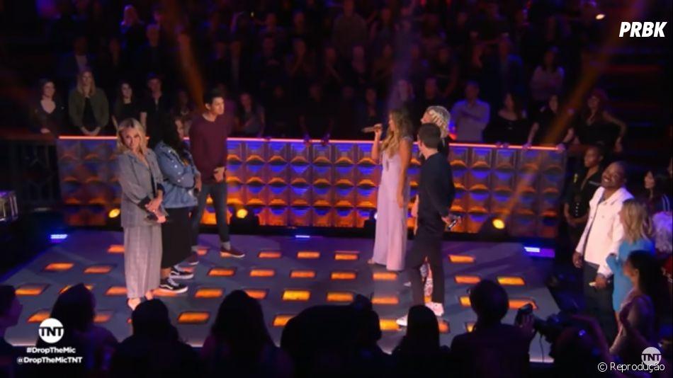 """Elenco de """"Glee"""" participa do """"Drop The Mic"""", programa de TV americano apresentado por Hailey Baldwin"""