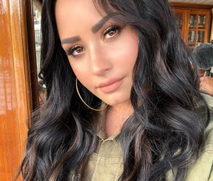 Demi Lovato se irrita com matéria sobre o formato do seu corpo e jornalista se desculpa
