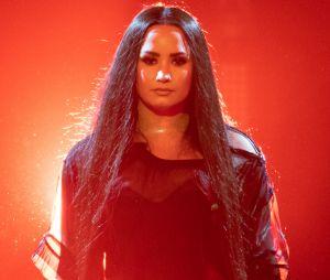 """Após manchete sobre estar """"mais cheia"""", Demi Lovato dá uma verdadeira aula e jornalista responde"""