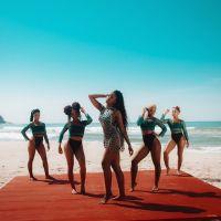 """Vem ficar tranquilão assistindo o clipe de """"Brisa"""", o novo single da Iza!"""