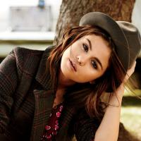 """Selena Gomez abre o coração e fala sobre seus relacionamentos amorosos: """"Consome completamente"""""""
