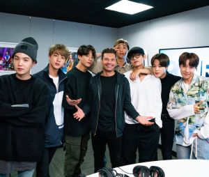 """BTSfalam sobre o novo álbum e planos para o futuroem entrevista para o programa de rádio """"On Air With Ryan Seacrest"""""""