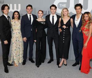 """Elenco de """"Riverdale"""" parabeniza KJ Apa nas redes sociais nesta segunda (17)"""