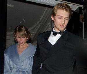 Taylor Swift e o namorado Joe Alwyn raramente são vistos juntos publicamente e em uma das páginas de seu diário a cantora explica o motivo