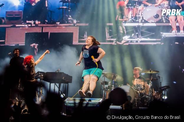 A estudante Thaís Boyago subiu ao palco no show do Paramore