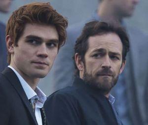 """Warner libera primeiras imagens do episódio em homenagem a Luke Perry em """"Riverdale"""""""
