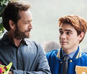 """Você também vai ficar emocionado com as primeiras imagens do episódio em homenagem a Luke Perry em """"Riverdale"""""""