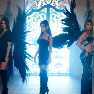 """Ariana Grande, Miley Cyrus e Lana Del Rey estão perfeitas no clipe de """"Don't Call Me Angel"""""""