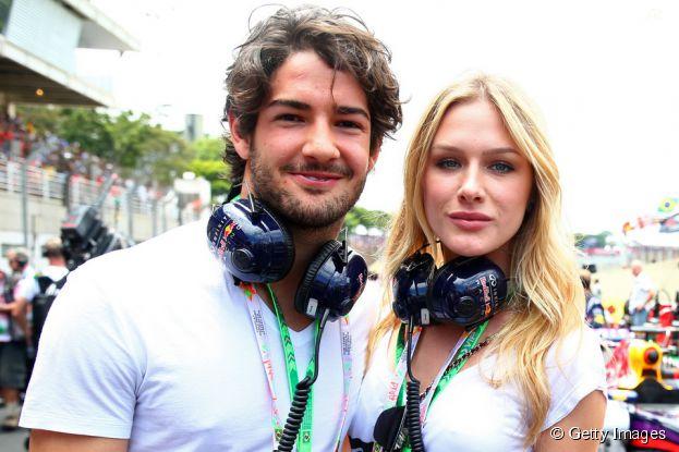 Alexandre Pato e Fiorella Mattheis assumiram o namoro e posaram para fotógrafos no GP de Interlagos no último domingo (9)