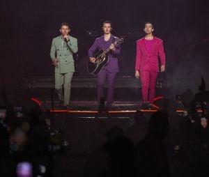 "Jonas Brother apresenta sua nova turnê, ""Happiness Begins"", no Brasil"