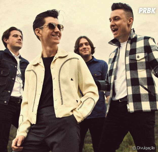 Banda Arctic Monkeys sobe ao palco do Hsbc Arena neste sábado (15)